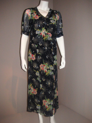Printed silk dress c1930. Provenance - New Zealand. Darnell Collection.